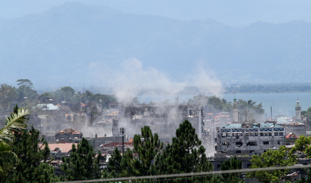 A section of the southern Philippine city of Marawi burns during a battle between government troops and Islamic State-lined militants, Aug. 30, 2017.  (Photo: Jason Gutierrez/BenarNews)