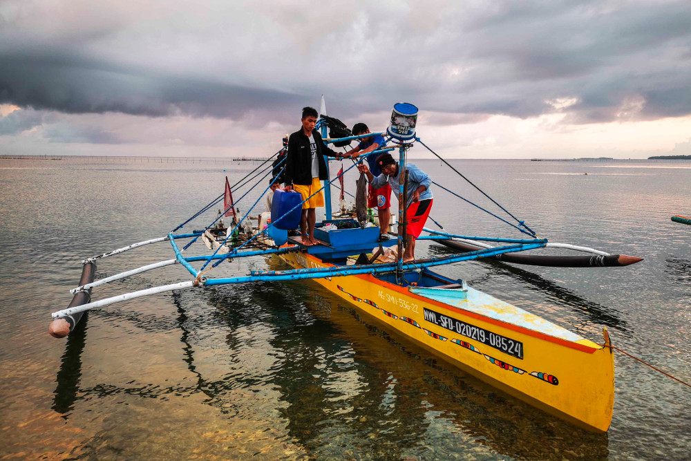 Filipino fishermen return to Bolinao port after a night of fishing in the South China Sea, May 18, 2019. [Jojo Rinoza/BenarNews]
