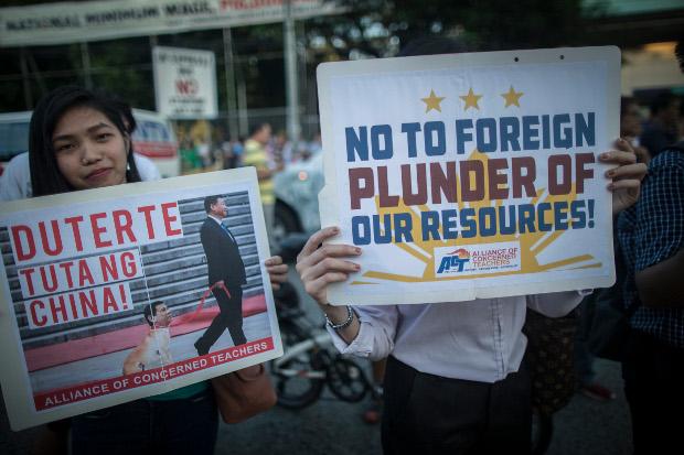 Filipinos take part in an anti-China protest in Manila, June 19, 2019. [Luis Liwanag/BenarNews]