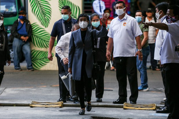 Duterte Spokesman Congratulates, Warns Nobel Winning Philippine Journalist