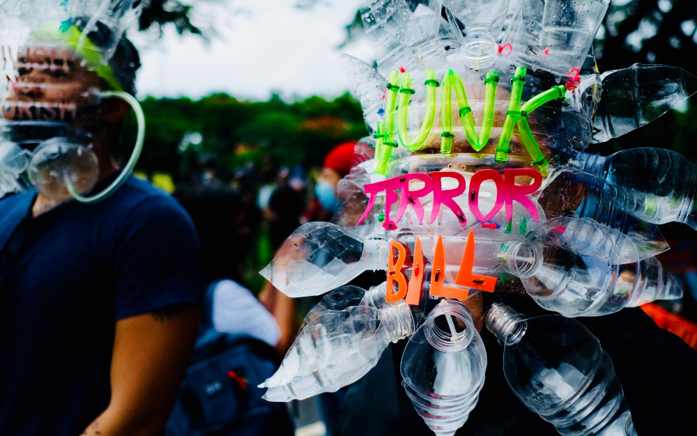 A demonstrator wears a mask made of recycled plastic bottles while taking part in a protest against anti-terror legislation in Manila, June 12, 2020. [Jason Gutierrez/BenarNews]