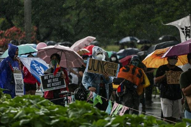 200612-PH-protesttors-rain-1000.jpg