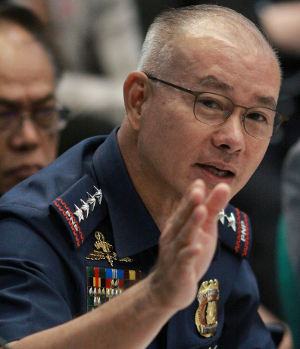 Philippine national police chief Gen. Oscar Albayalde gestures during a Senate investigation, Oct. 1, 2019.  (Mike Alquinto/BenarNews)