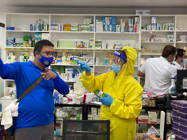 Philippine National Police officers inspect a pharmacy linked to an alleged medical facility set up to treat Chinese COVID-19 patients in the northern Philippine town of Mabalacat, May 19, 2020. [Philippine National Police via AP]
