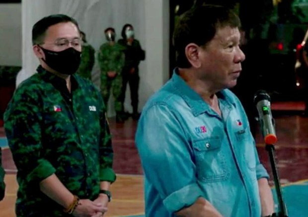 Philippine President Pays Respect to Soldiers Killed in Plane Crash