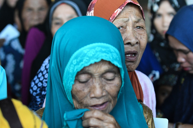 Women listen for instructions during the distribution of food aid from the International Committee of the Red Cross in Marogong town, southern Philippines, March 31, 2019. [Froilan Gallardo/BenarNews]