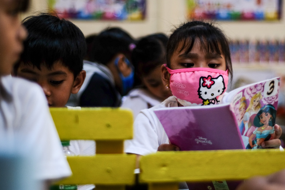 A Philippine pupil at West Central Elementary School in Dagupan City wears a face mask while attending class, March 9, 2020.  Photo: Jojo Rinoza/BenarNews