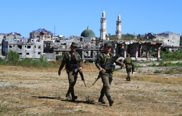 Troops from the army engineers unit conduct a foot patrol to secure an area in Marawi city in the southern Philippines that remains off limits to civilians, Feb. 21, 2020. [Richel V. Umel/BenarNews]