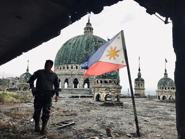 A soldier guards the inside of the destroyed main mosque in the central part of Marawi, Philippines, April 7, 2018. [Jason Gutierrez/BenarNews]