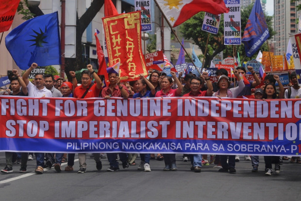 Protesters call for Beijing to leave the South China Sea as they march toward the Chinese embassy in Manila on Philippine Independence Day, June 12, 2019. [Luis Liwanag/BenarNews]