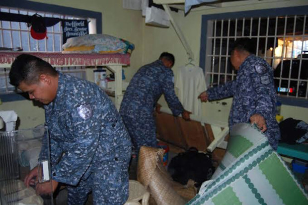 Policemen search for drugs and weapons during an inspection at the Davao City Jail, Feb. 23, 2019. [Handout/Davao City Police]