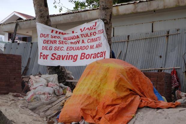 A sign hangs in front of a shuttered beachfront establishment in Boracay, Philippines, March 28, 2018. [Felipe Villamor/BenarNews]