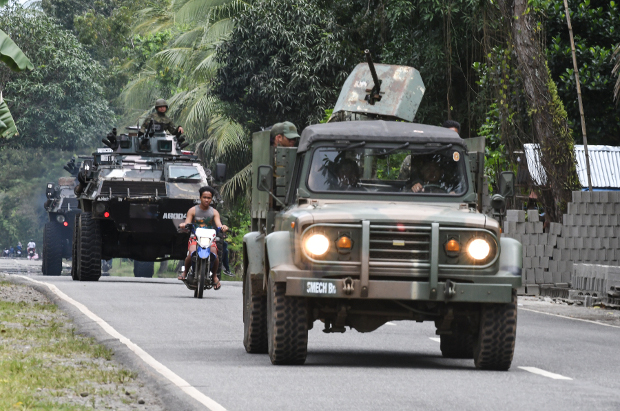An army tank and an armored jeep patrol a highway near the town of Kauwagan in the southern Philippine province of Lanao del Norte, Feb. 6, 2019. [Froilan Gallardo/BenarNews]