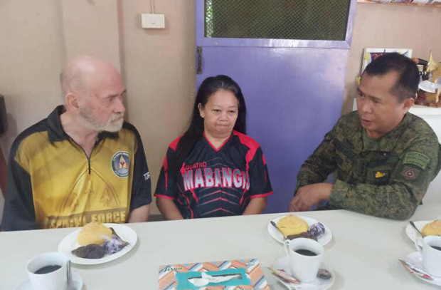 British businessman Allan Arthur Hyrons (left) and his Filipina wife, Wilma Paglinawan-Hyrons, share their horrifying experience with WestMinCom chief Lt. Gen. Cirilito Sobejana inside the military headquarters in Jolo, capital of southern Philippine province of Sulu, Nov. 25, 2019. [Courtesy of Western Mindanao Command/AFP]
