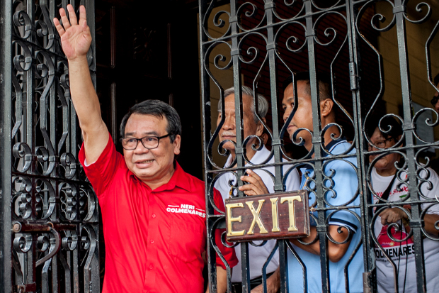 Philippine opposition politician Neri Colmenares waves to supporters after filing senate candidacy papers in Manila, Feb. 15, 2019. [Luis Liwanag/BenarNews]