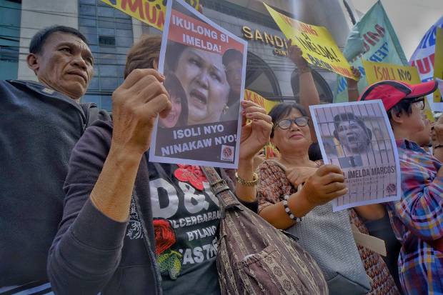Former political prisoners and human rights activists stage demonstrations in front of an anti-graft court in Manila to demand the immediate arrest of Imelda Marcos, Nov. 13, 2018. [Luis Liwanag/BenarNews]