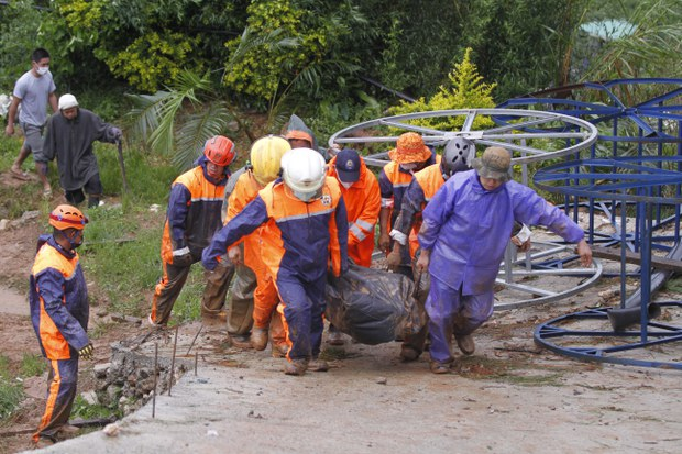 Tropical Storm Unleashes Deadly Floods, Landslides in Philippines