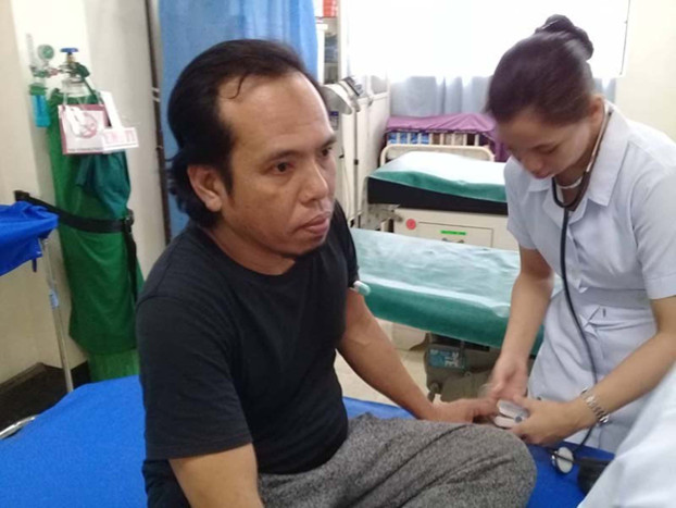 Indonesian national Samsul Saguni undergoes a medical checkup in Jolo, southern Philippines after he was released from captivity by Abu Sayyaf militants, Jan. 15, 2019. [Handout/Western Mindanao Command]