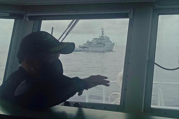 Philippine Coast Guard Challenges Chinese Warship in Territorial Waters