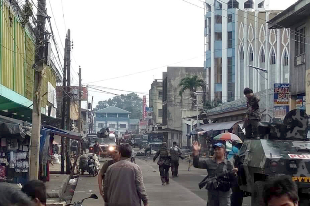 Philippine soldiers and police cordon off the area after two bombs exploded outside a Roman Catholic church in Jolo, Jan. 27, 2019. (Photo: WesMinCom Armed Forces of the Philippines Via AP)
