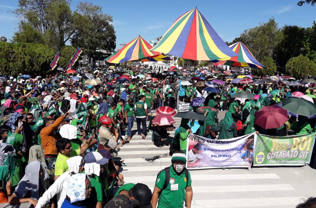 Moro Islamic Liberation Front supporters gather in Cotabato city as they rally for ratification of the Bangsamoro Organic Law, Dec. 10, 2018. [Mark Navales/BenarNews]