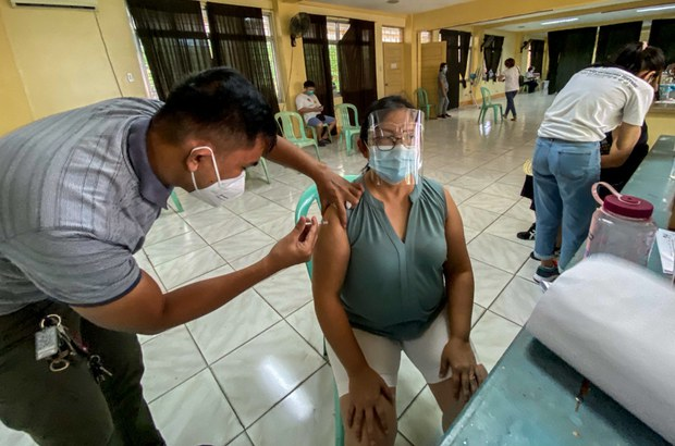 Philippine Lawyers, Opposition Politicians Rip Duterte for Threat to Jail Vaccine Dodgers