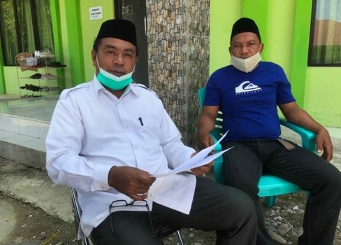 Ibrahim Ismail (left), a local Muslim leader, and Sukarno Ahmad Ino, a former combatant in the Poso sectarian conflict, speak during an interview with BenarNews in Poso, Indonesia, Nov. 19, 2020.