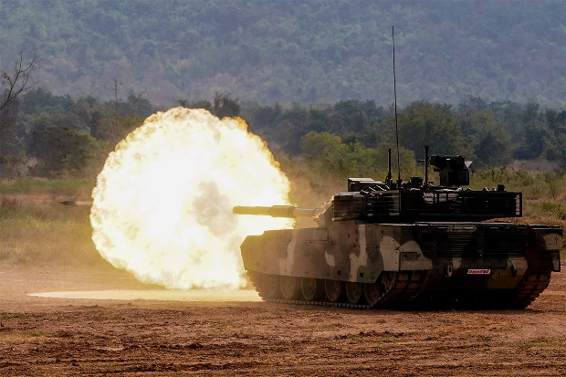 Thailand's Chinese-made VT-4 battle tank fires a round during a demonstration at Adisorn Cavalry Center in Saraburi province, Jan. 26, 2018. [Pimuk Rakkanam/BenarNews]