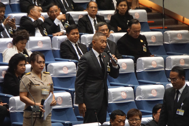 Gen. Apirat Kongsompong, Army chief, votes in parliament for Prayuth Chan-o-cha to become prime minister for a second term, June 5, 2019. [Nontarat Phaicharoen/BenarNews]