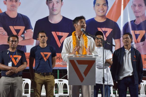 Thanathorn Juangroongruangkit, leader of the Future Forward Party, delivers a speech during a campaign rally in Pattani, southern Thailand, March 1, 2019. [Mariyam Ahmad/BenarNews]