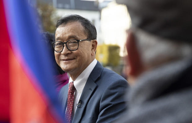 Cambodian opposition politician Sam Rainsy (center) speaks to a member of his delegation as he sits in front of the European Parliament in Brussels, Belgium, Nov. 4, 2019.