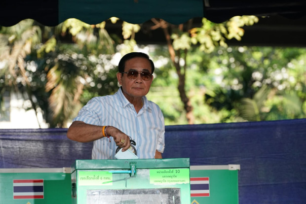 Junta chief Prayuth Chan-o-cha casts his ballot at Phyathai polling station in Bangkok, in Thailand's first election since the 2014 coup, March 24, 2019. [Pimuk Rakkanam/BenarNews]