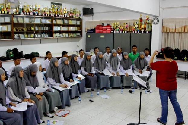 Members of the chorus at the Attarakeeyah Islamiyah School in Narathiwat, a province of Thailand's Deep South, rehearse before joining a university choir in Bangkok to perform songs of peace in front of Pope Francis, Nov. 19, 2019. [Matahari Ismail/BenarNews]