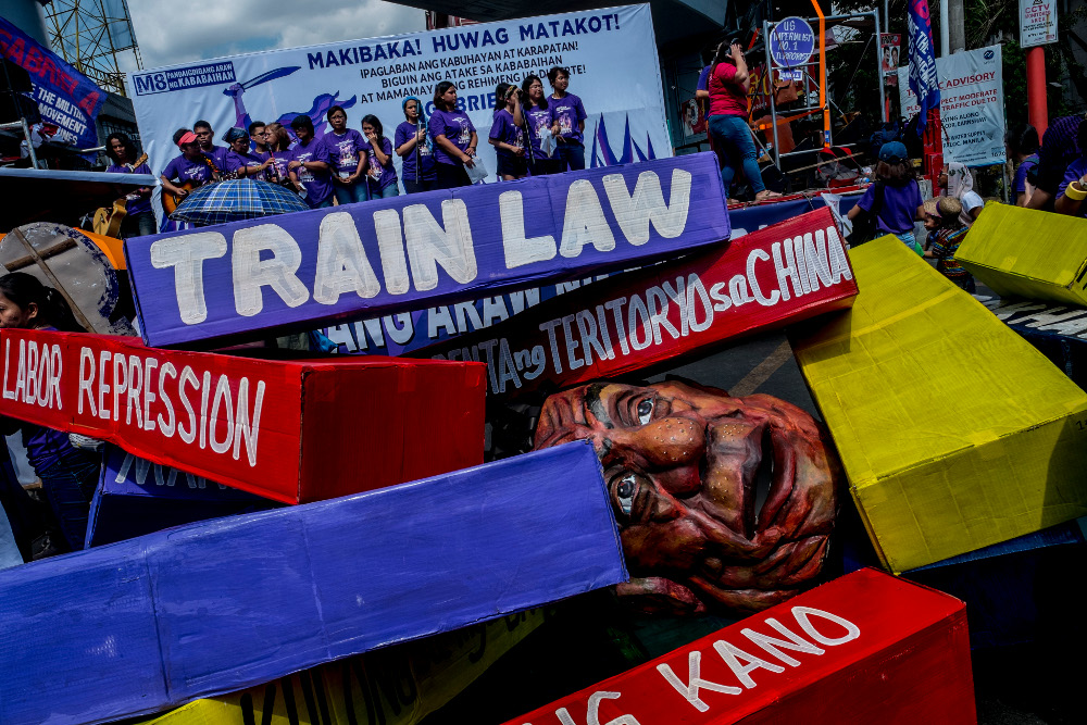 Filipinas Rally, Denounce Duterte on International Women's Day