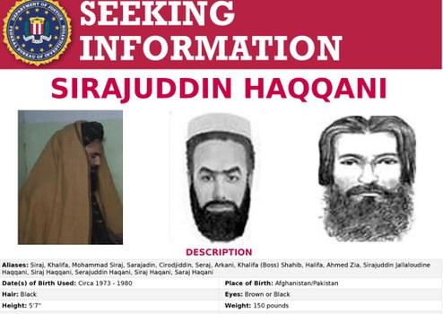 Sebuah poster yang dikeluarkan oleh Biro Investigasi Federal AS untuk Sirajuddin Haqqani, yang merupakan penjabat menteri dalam negeri Afghanistan yang baru diangkat di bawah kekuasaan Taliban. [Handout FBI via Reuters]
