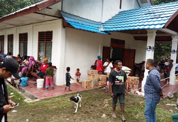 Warga korban banjir mengungsi di Gereja Imanuel Kampung Toladan, Kabupaten Jayapura, Papua, 19 Maret 2019. (Victor Mambor/BeritaBenar)