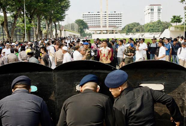 Petugas kepolisian berjaga saat berlangsung unjuk rasa di Jakarta, 9 Mei 2019. (Arie Firdaus/BeritaBenar)