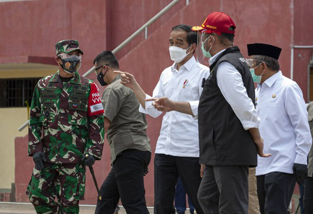 Kunjungi Korban Gempa di Mamuju, Jokowi Minta Utamakan Kebutuhan Pengungsi