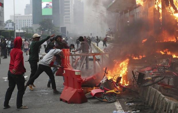 201009_ID_Protest_1000.jpg