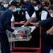 Petugas mengeluarkan flight data recorder, yang merupakan bagian dari kotak hitam pesawat Sriwijaya Air SJ-182 seusai ditemukan di antara perairan Pulau Laki dan Pulau Lancang, Kepulauan Seribu saat tiba di Pelabuhan Tanjung Priuk, Jakarta, 12 Januari 2021.