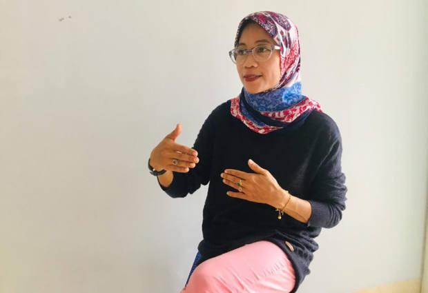 Direktur Eksekutif Celebes Institute Adriyani Badrah tengah berdiskusi saat ditemui di Kabupaten Poso, 20 November 2020. [Keisyah Aprilia/BenarNews]