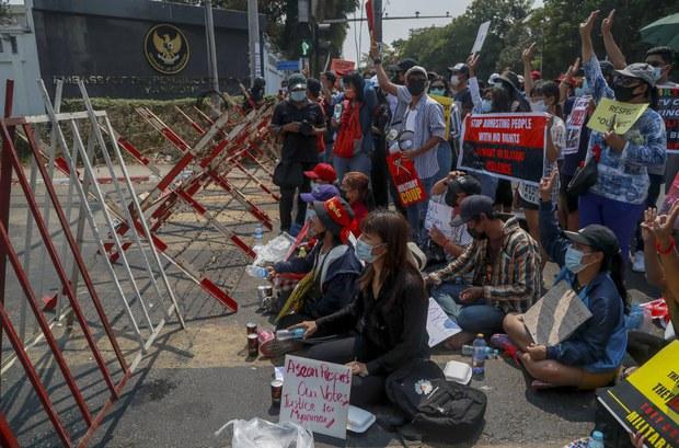 Laporan Media Sebut Menlu Rencanakan Perjalanan ke Myanmar
