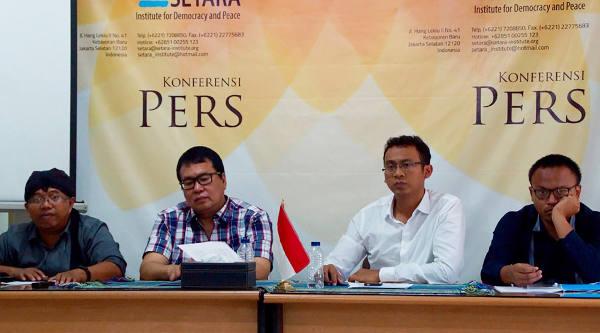 Dari kiri: Penelope Setara Institute: Sudarto, Bonar Tigor Naipospos, Muhammad Syauqilah, dan Hari Pebrianto menggelar jumpa pers di Jakarta, 1 November 2017.