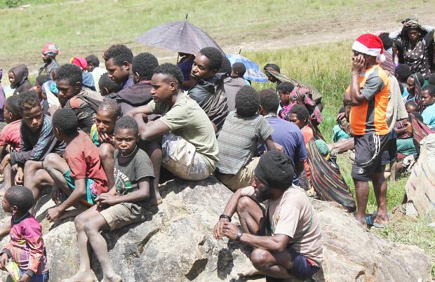 Anak-anak terpaksa tak sekolah karena guru mereka pergi akibat kekerasan bersenjata di Kabupaten Nduga, Papua, 8 Januari 2019. (Victor Mambor/BeritaBenar)