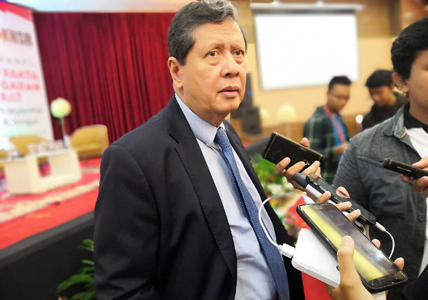 Ketua TPF PBB untuk Myanmar, Marzuki Darusman berbicara kepada wartawan usai dialog panel pelanggaran HAM berat Pemerintah Myanmar atas etnis Rohingya di Jakarta, 14 November 2018. (Tria Dianti/BeritaBenar)