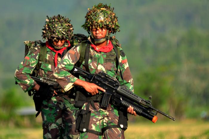 http://www.benarnews.org/indonesian/berita/tni-pasukan-anti-teror-04232015141509.html/150423_ID_TIM_GANUNGAN_700.jpg