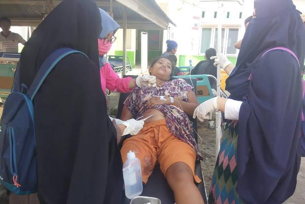 Seorang korban gempa bumi sedang diobati di di Kabupaten Donggala, Sulawesi Tengah, 28 September 2018. Dok. BNPB