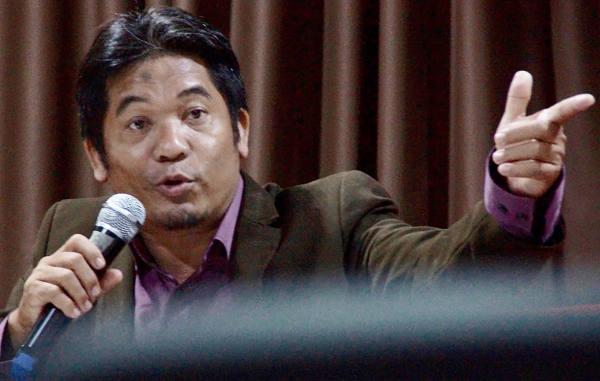 Aktivis Lingkar Madani, Ray Rangkuti, memberikan keterangan terkait pengesahan UU MD3 di Jakarta, 13 Februari 2018. (Arie Firdaus/BeritaBenar)