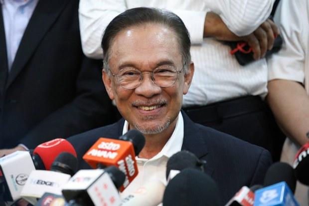Ketua Pembangkang Malaysia Cabar PM Di Mahkamah Kerana Gantung Parlimen Semasa Darurat