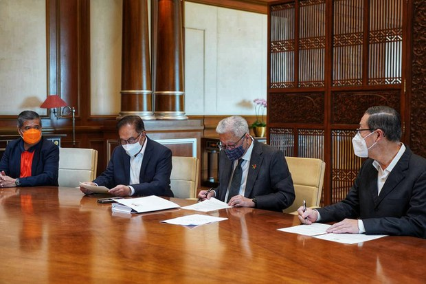 Jawatan Anwar Ibrahim Sebagai Ketua Pembangkang Malaysia dinaiktaraf Menteri